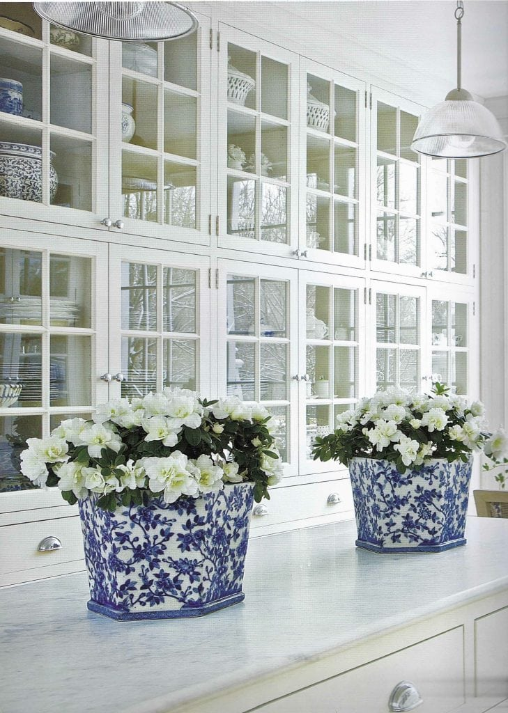 blue and white ginger jars in gorgeous white kitchen carolyn roehm