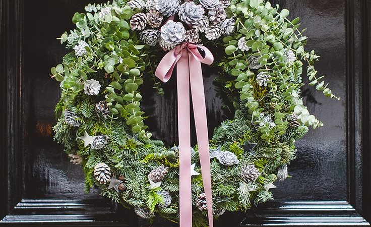 Holiday Wreaths: 6 Charming Ways to Decorate with Them!