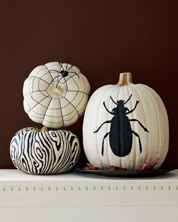 10+ Fun & Spooky Black & White Halloween Decor Ideas!