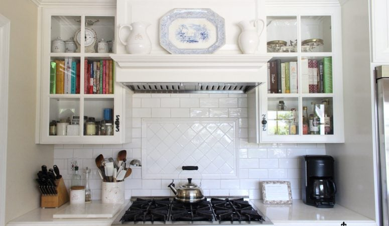 Holl & Lane Article – Dreaming of a White Kitchen