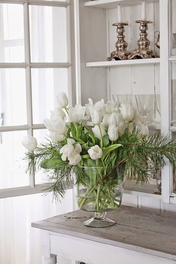 white-tulips-glass-vase-pine-greens-stunning-farmhouse-style
