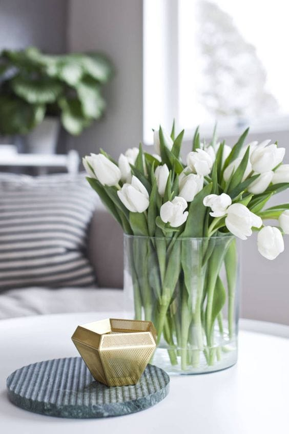 white-tulips-flowers-glass-vase