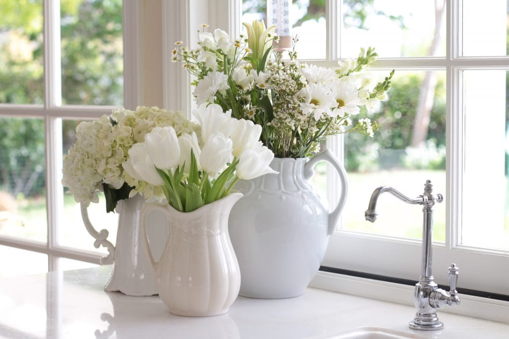 white-tulips-hydrangeas-flowers-vase-kitchen-display