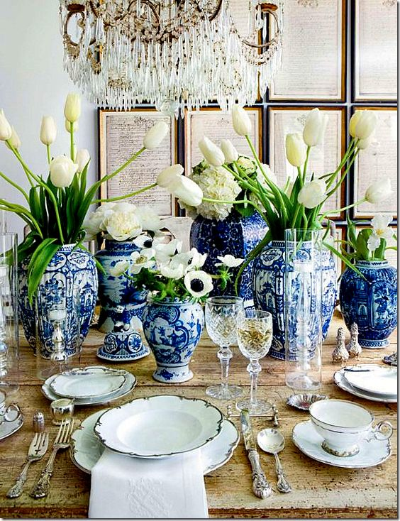 white-tulips-blue-ginger-jars-stunning-tablescape-display