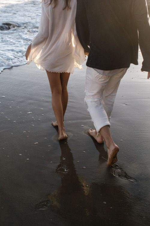 happy-couple-beach