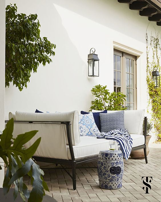 blue-and-white-patio