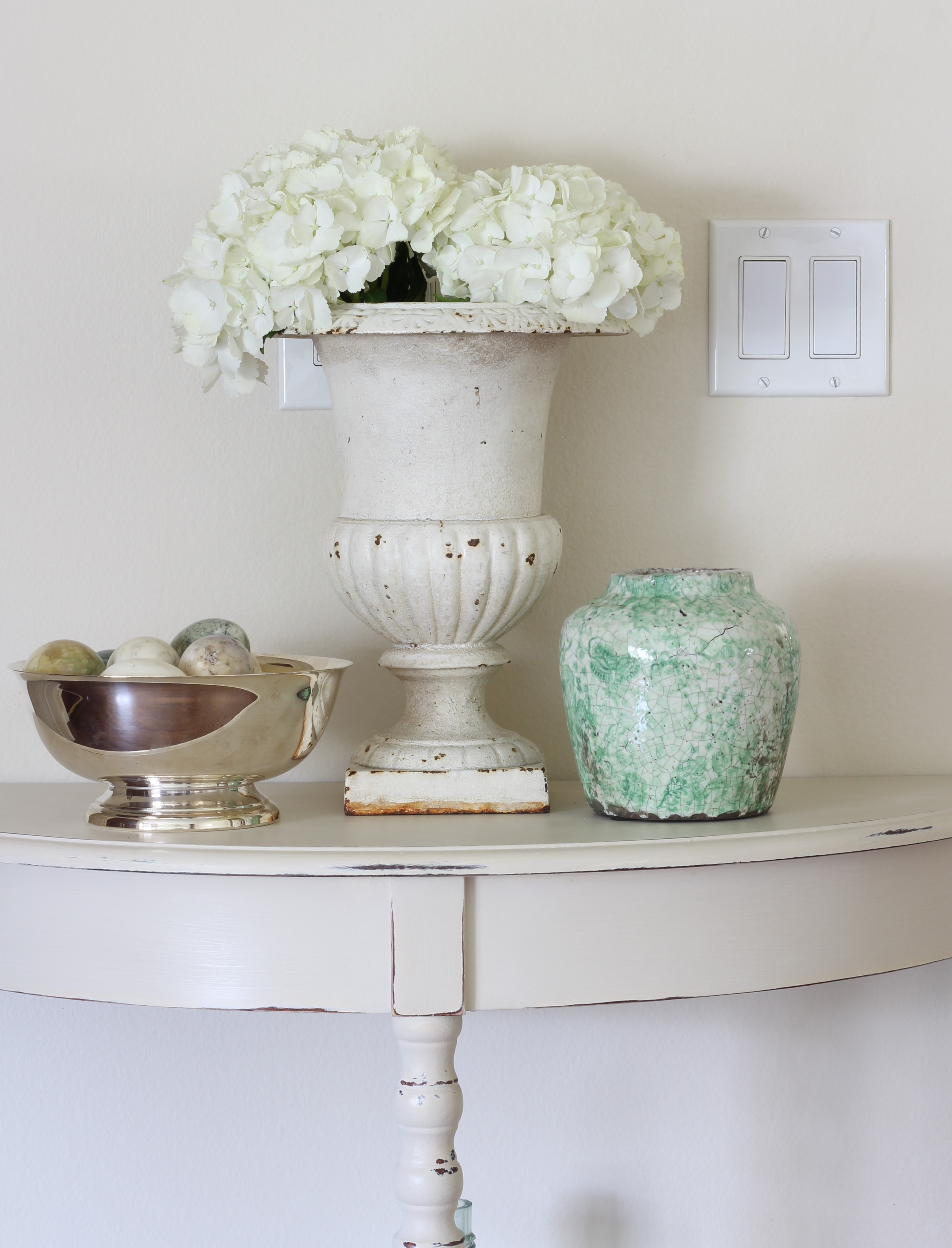 hydrangeas-antique-urn-entry-table
