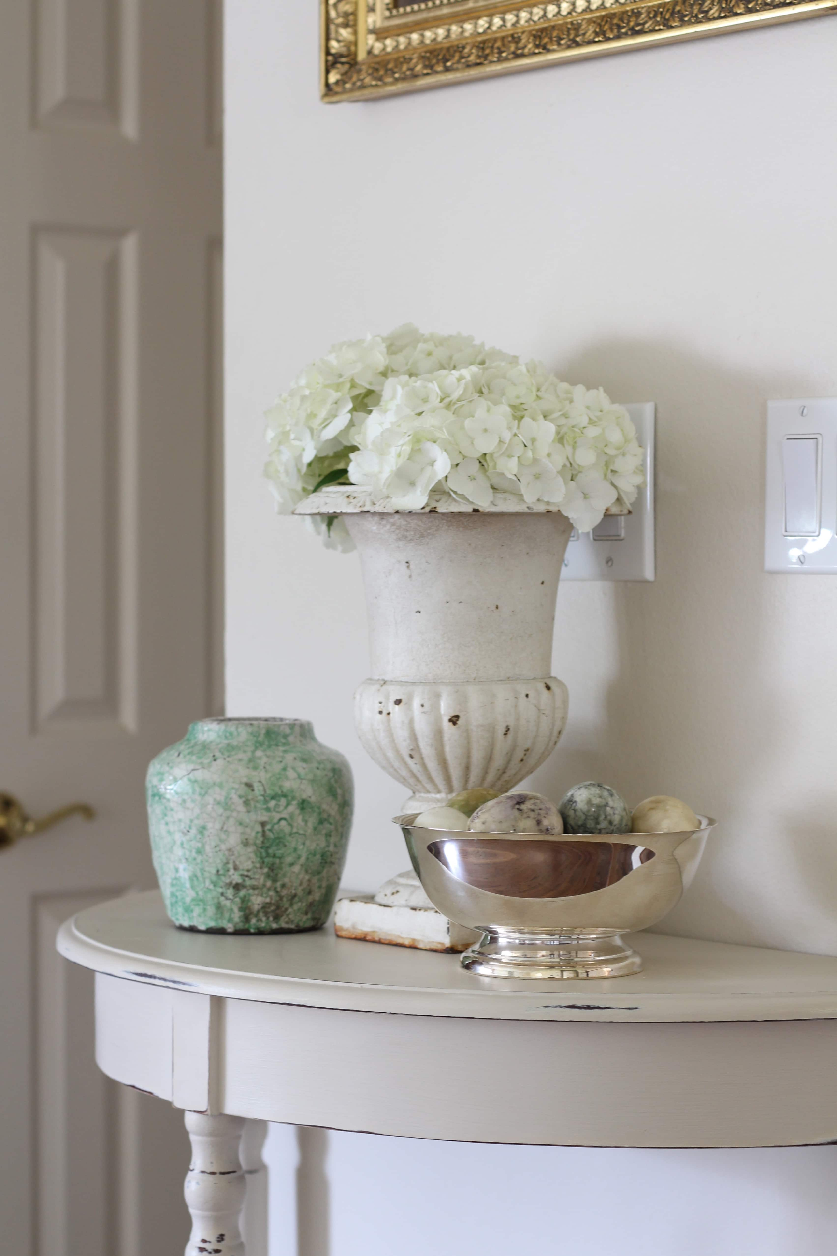 entry-way-table-flowers