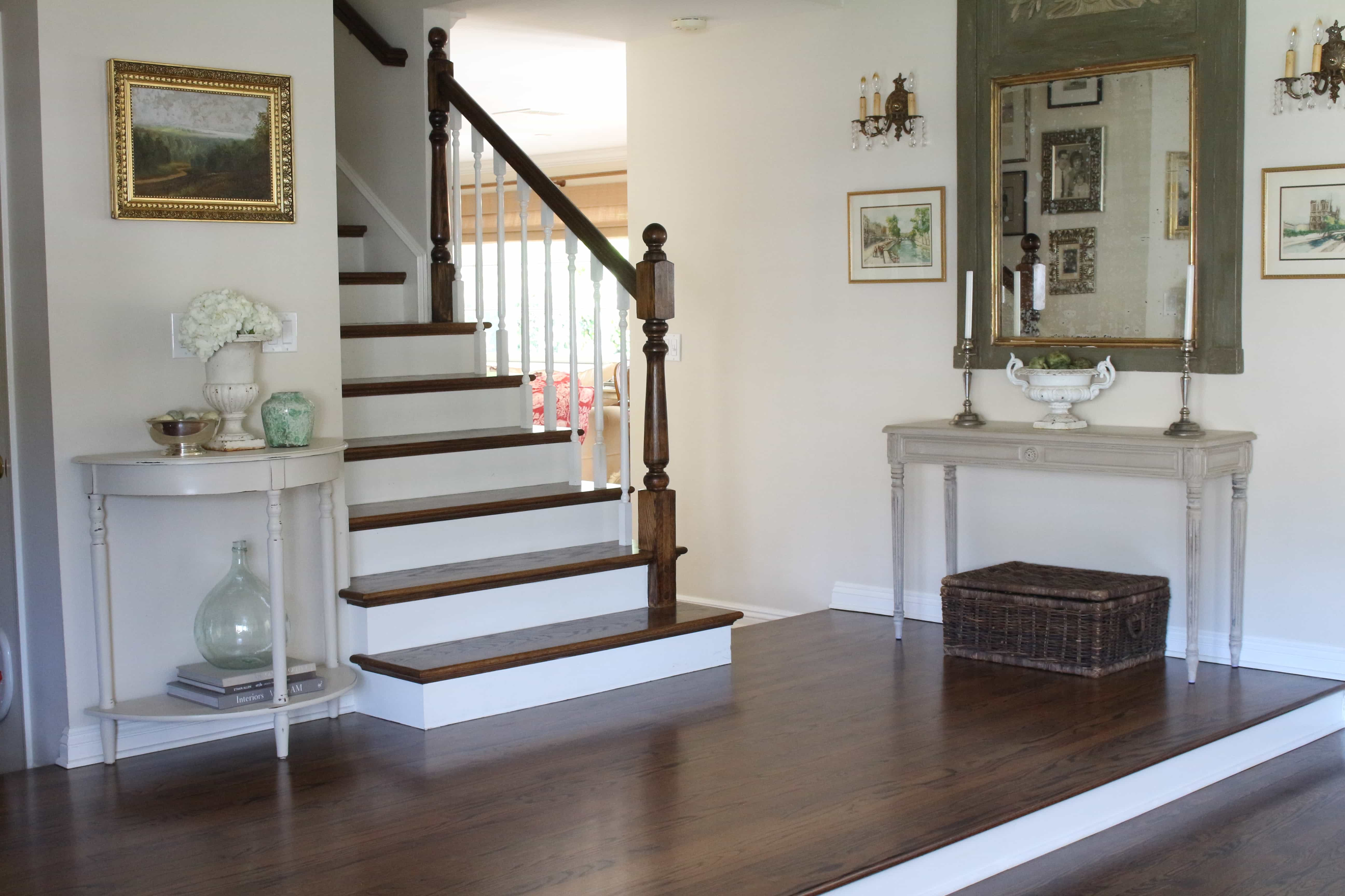gorgeous-entry-staircase