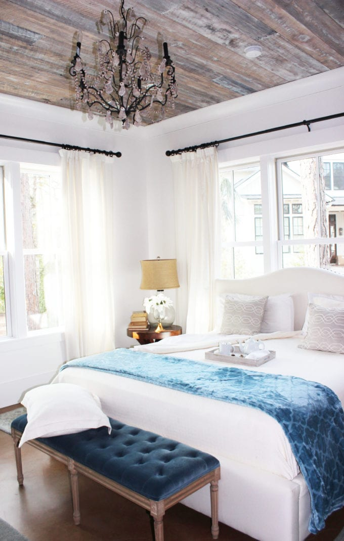 blue-and-white-bedroom