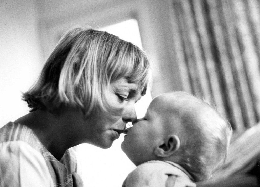 motherhood-mother-child-love-thoughtful-sunday