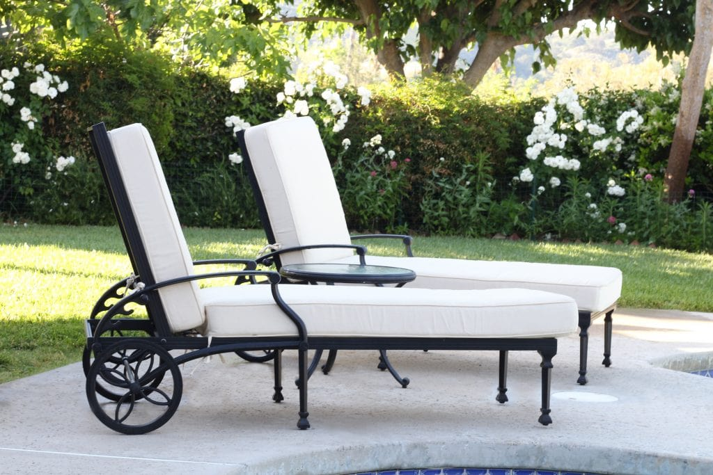 outdoor-space-backyard-lounge-chairs