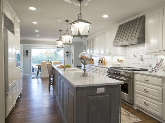 grey-and-white-kitchen-fixer-upper-joanna-gaines
