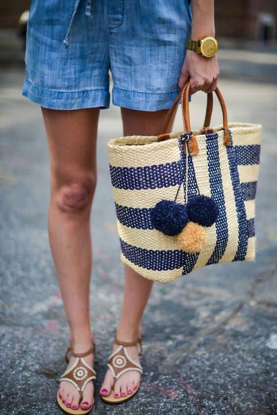 adorable-blue-and-white-straw-bag