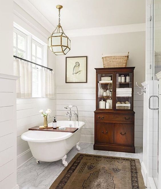 art-bathroom-white-country-farmhouse