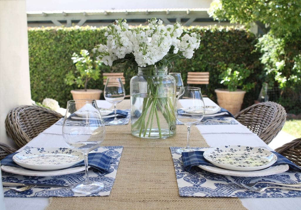 simple-summer-blue-and-white-tablescape-1