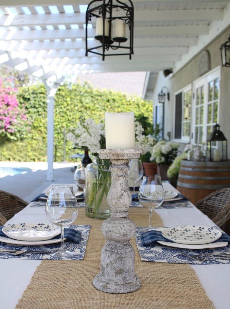 simple-summer-blue-and-white-tablescape-9