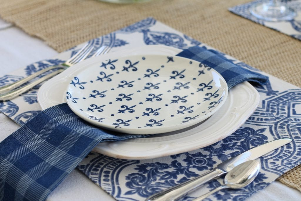 simple-summer-blue-and-white-tablescape-8
