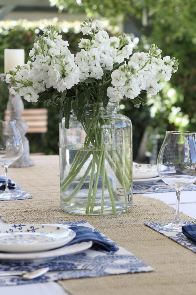 simple-summer-blue-and-white-tablescape-15