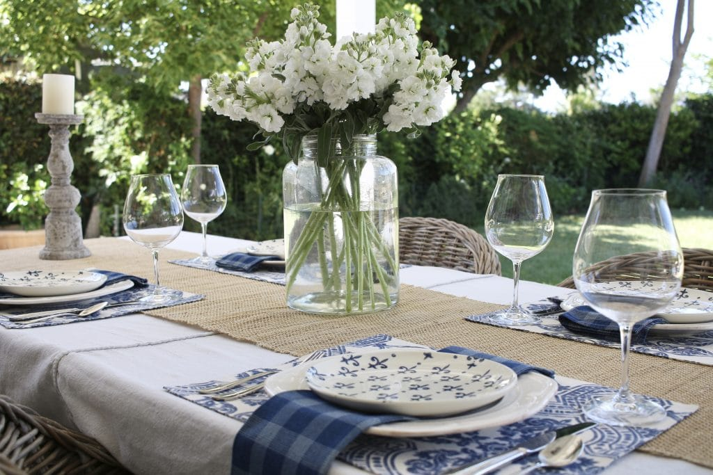 simple-summer-blue-and-white-tablescape-5