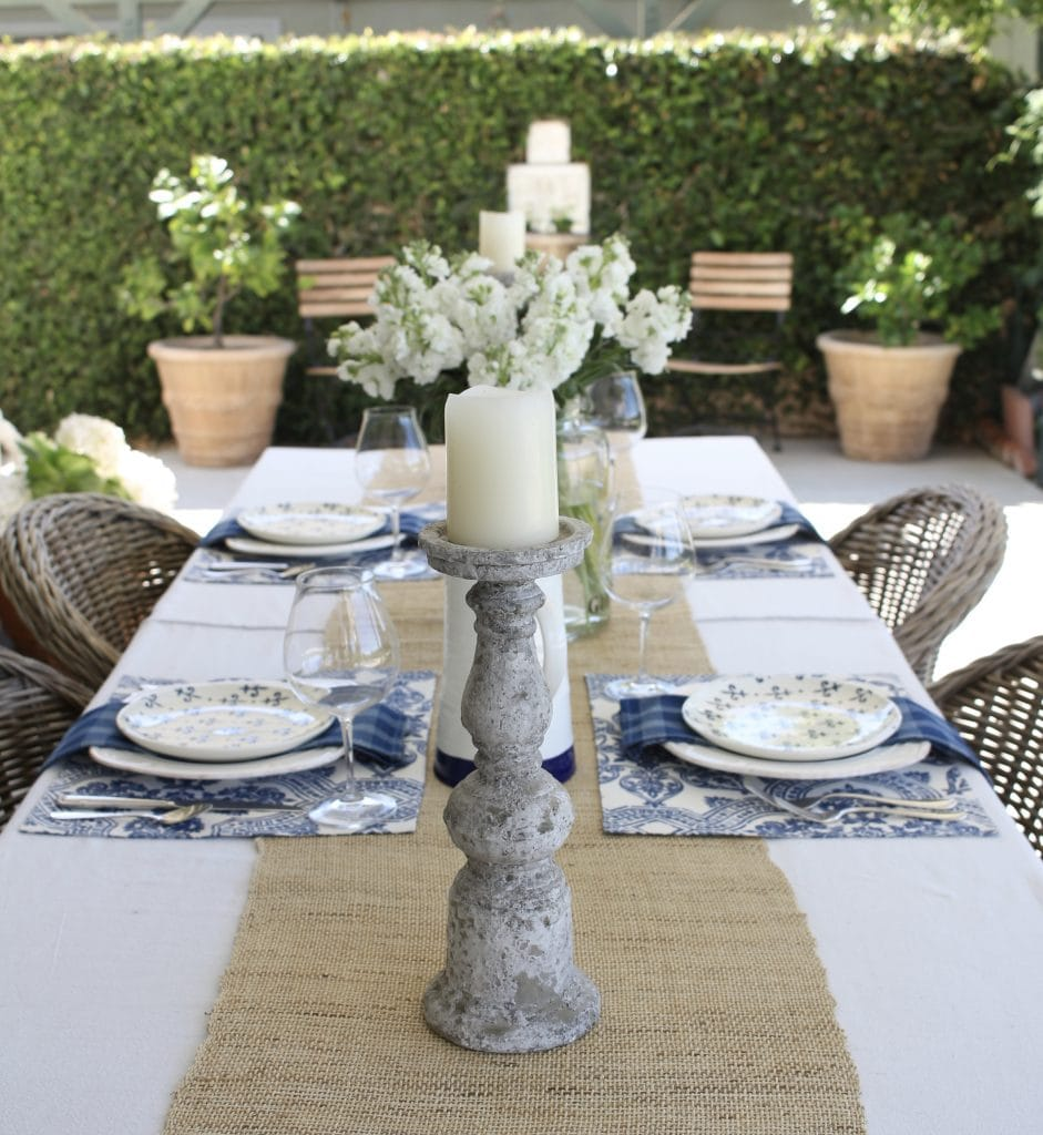 simple-summer-blue-and-white-tablescape-2