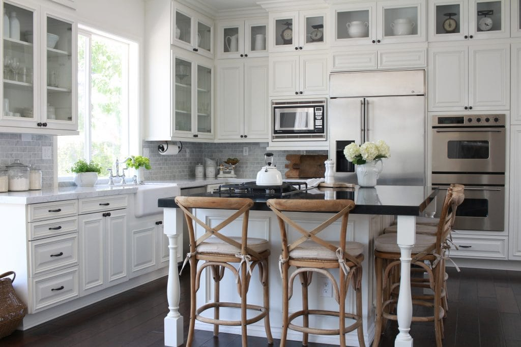 gorgeous white farmhouse kitchen renovation 2 - White Farmhouse Kitchen