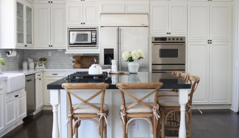 A Farmhouse-Style Kitchen Renovation – From Dated to Gorgeous