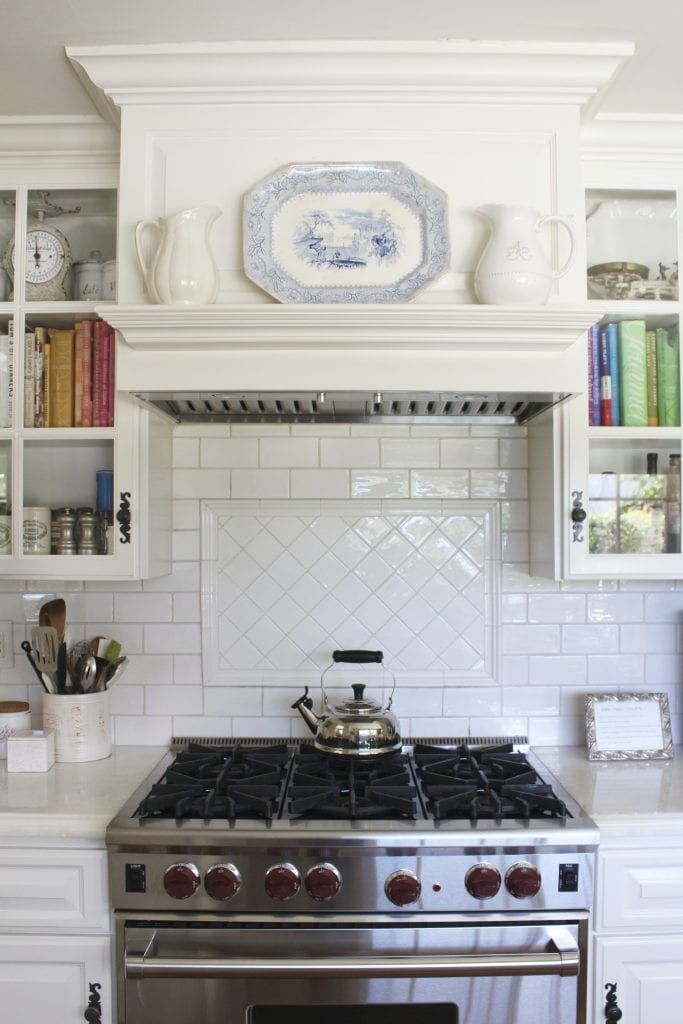 white kitchen hood mantel subway tile backsplash