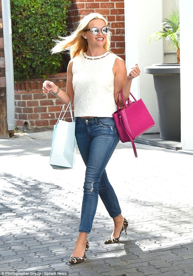 pink-accessories-handbag-reese-witherspoon