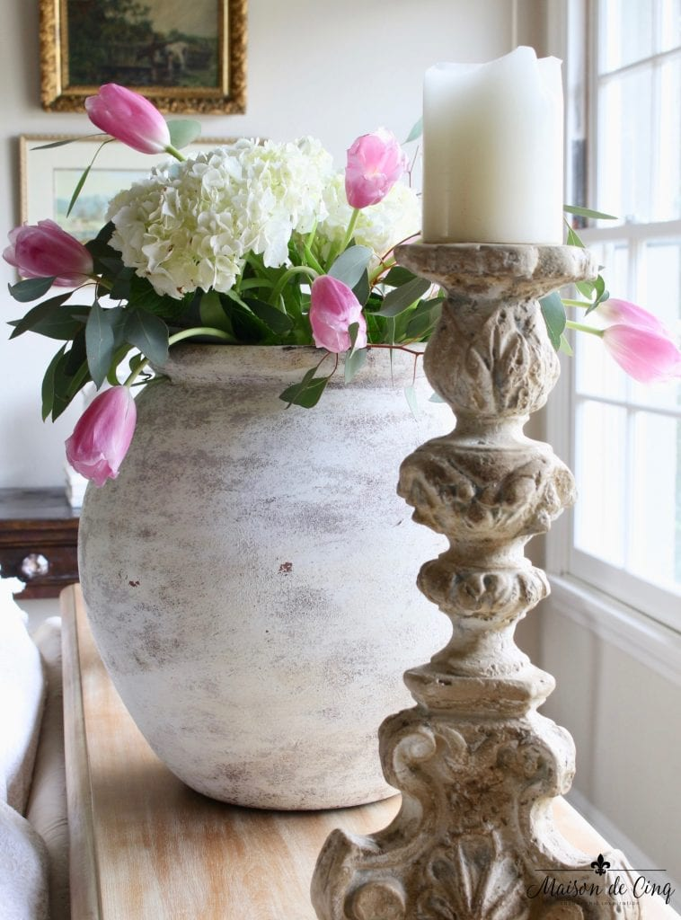 spring decorating ideas vase hydrangeas tulips gorgeous easter decor vignette