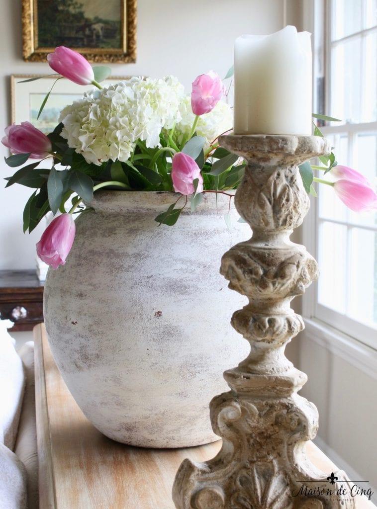 spring decorating ideas vase hydrangeas tulips gorgeous easter decor vignette