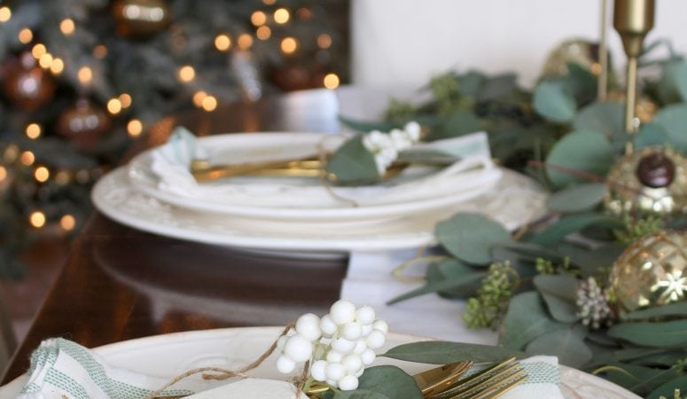 Casual Chic Green and White Christmas Tablescape