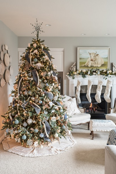 A decorated Christmas tree in the living room.