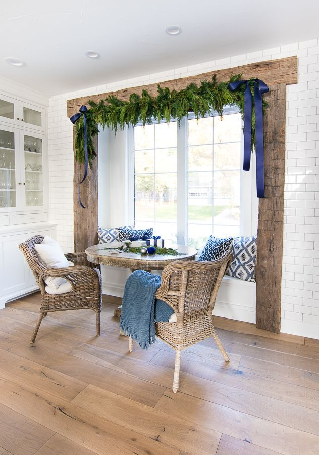 blue christmas decor ideas garland with blue ribbons in breakfast area