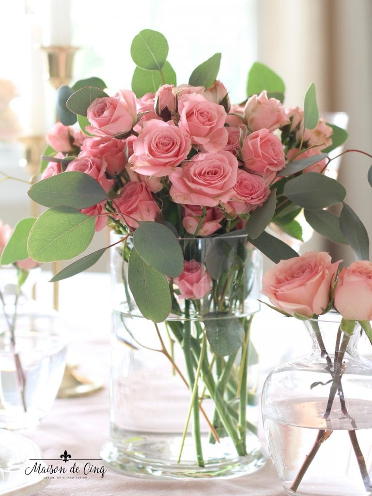 romantic Valentine's Day table gorgeous pink roses in glass vase stunning decor