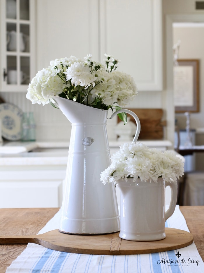 decorating with flowers white flowers daisies hydrangeas in french country kitchen