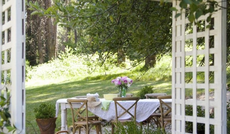 French Country Fridays: Spring Mantel, Outdoor Living, & Some Easter!