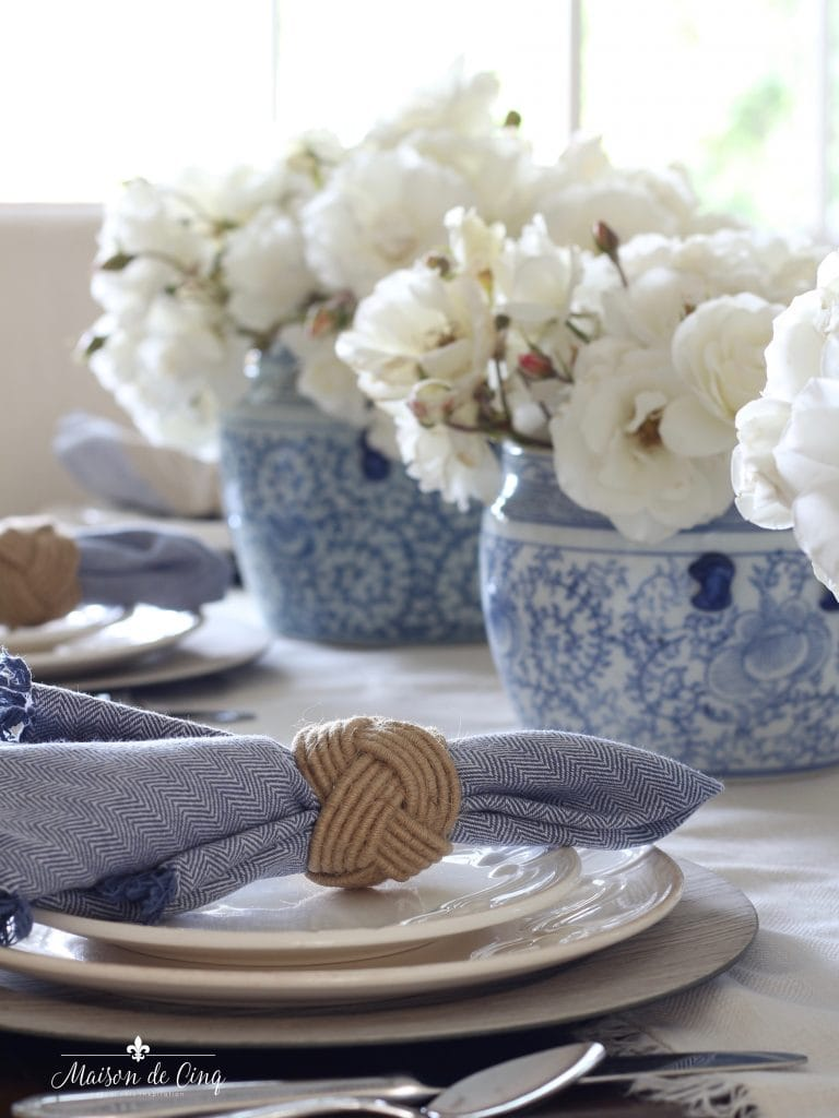 summer table setting gorgeous blue and white ginger jars with white roses