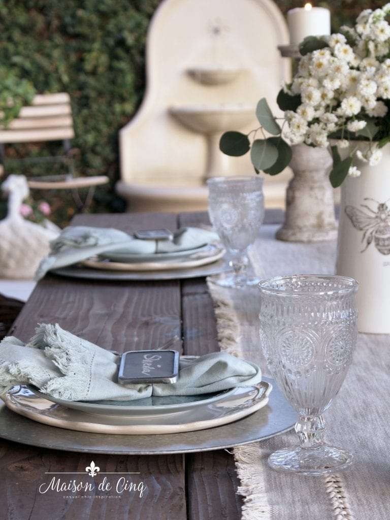 simple farmhouse tablesetting summer outdoor alfresco dining