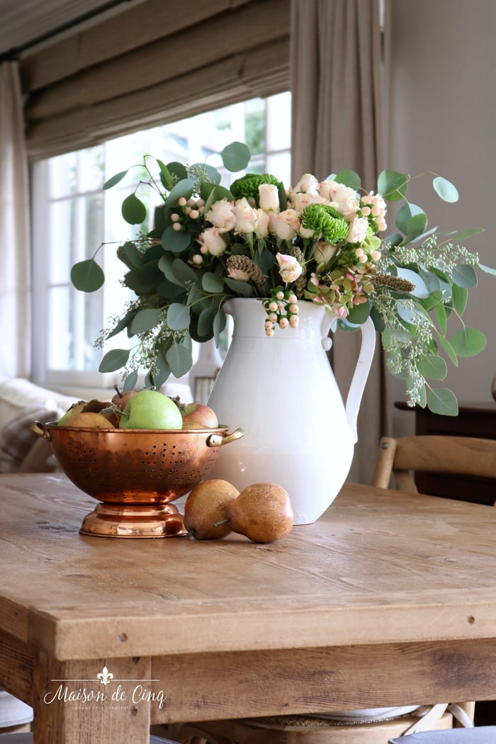 subtle fall decorating in blush and green farmhouse table decor roses eucalyptus pears