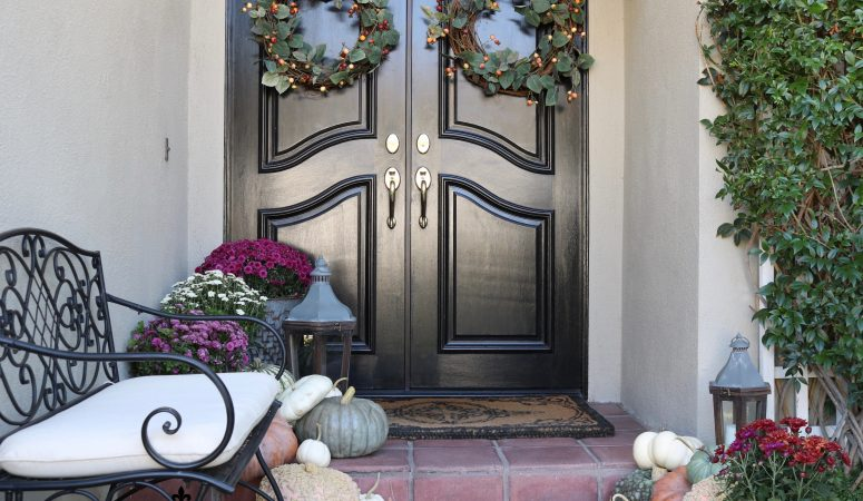 Fall Porch Decorating Ideas: Rich Autumn Colors on the Porch