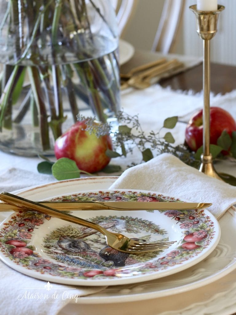 apple themed fall table setting with gold flatware linen napkins