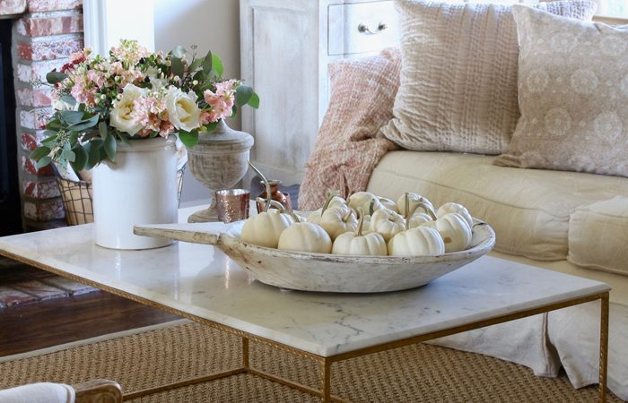 Romantic Fall Living Room: Decorating with Soft Colors for Fall