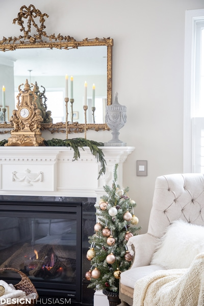 Christmas living room with metallics on Designthusiasm