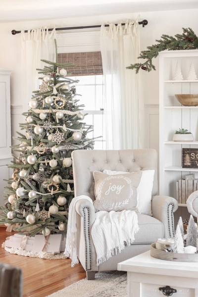 Love Grows Wild neutral Christmas tree