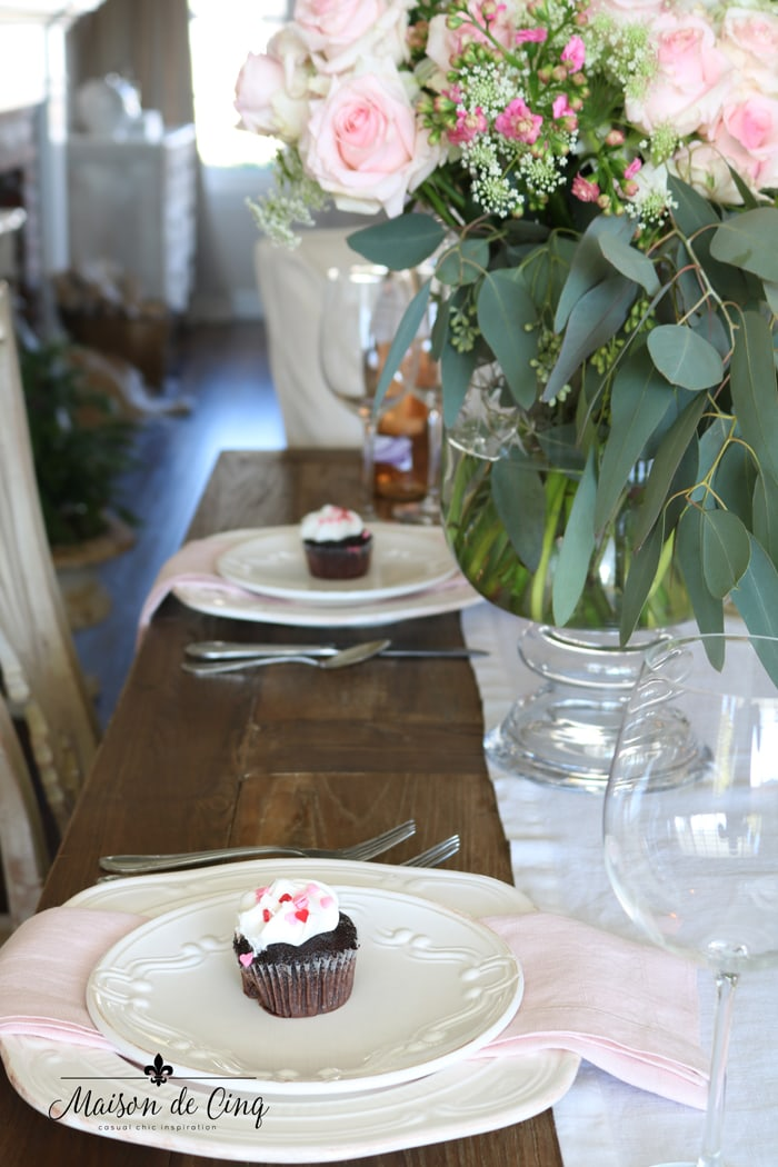 cupcakes and pink roses cute Valentine's day table setting