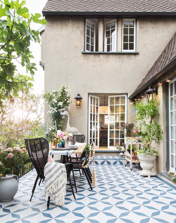 gorgeous patio outdoor space with blue and white tile
