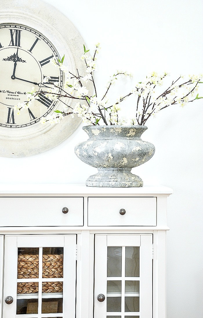 decorating tips pretty urn on buffet