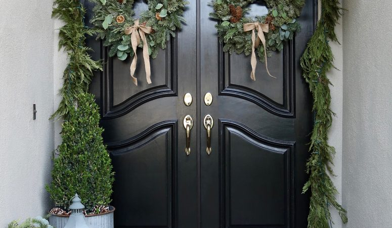 Simple Holiday Decorating – Front Porch & Entry Way Tour