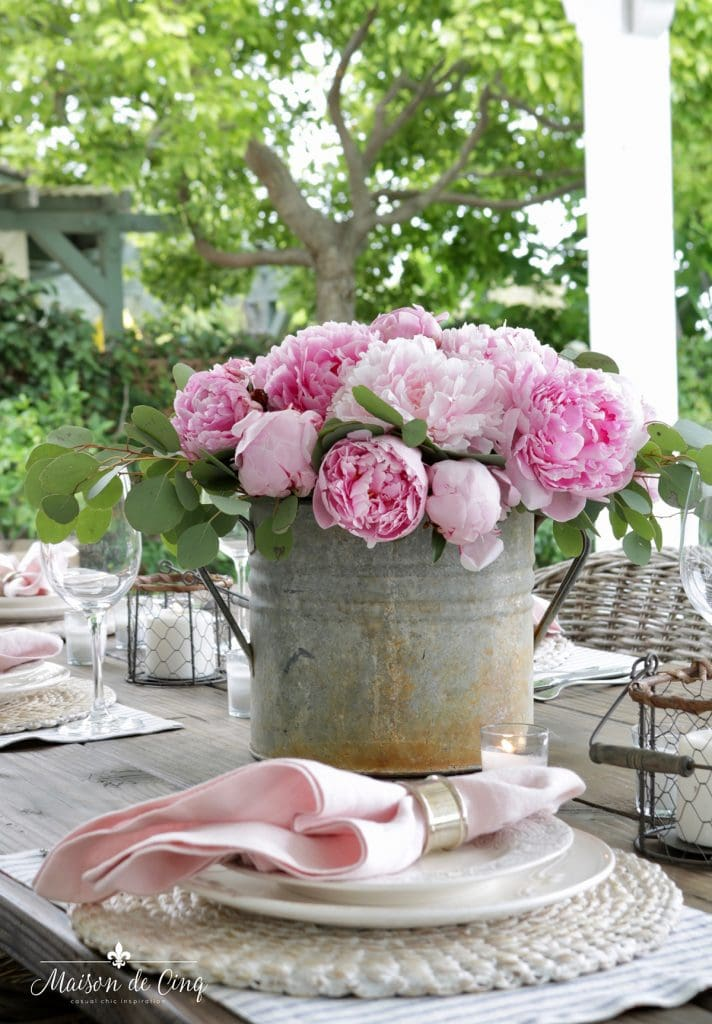gorgeous pink peonies spring table decor ideas
